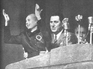 Peron_y_Eva_-_Acto_en_Plaza_de_Mayo_-17OCT1951