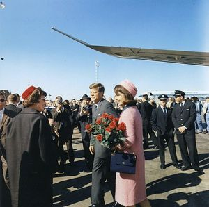603px-Kennedys_arrive_at_Dallas_11-22-63