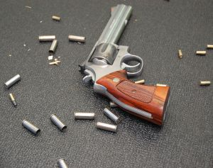 1087652_revolver_and_bullets