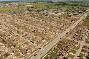 FEMA_Aerial_view_of_May_20,_2013_Moore,_Oklahoma_tornado_damage
