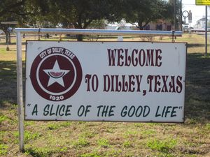 Welcome_sign_in_Dilley,_TX_IMG_2492