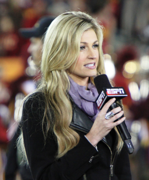 800px-Erin_Andrews_at_USC_Oregon_game_2010