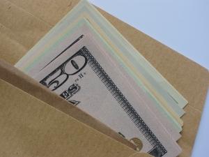 Brown-envelope-money-bribe-1-1384587-m