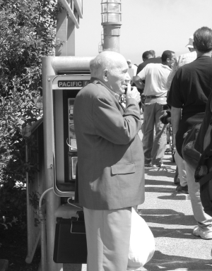 Elderly-man-on-phone-1534253