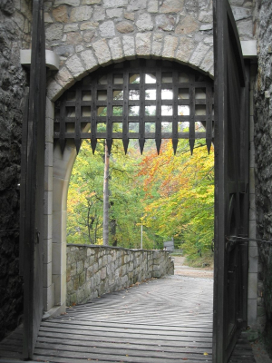 Castle-s-gate-in-autumn-1214725